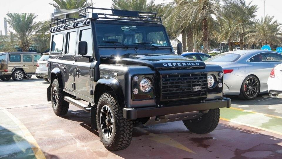 Land Rover Defender - AED 295,000